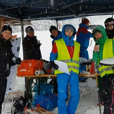 Kuchenverkauf bei Schneefall